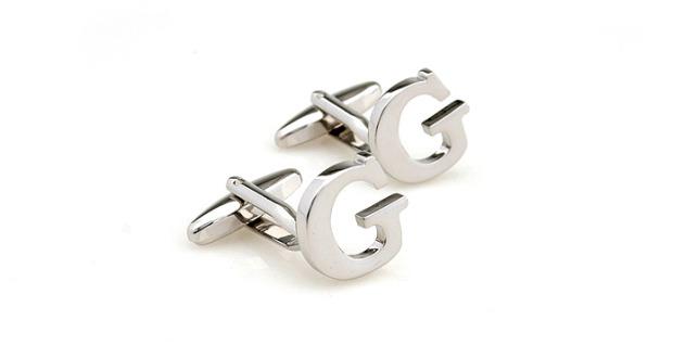 Копчета за ръкавели във формата на букви